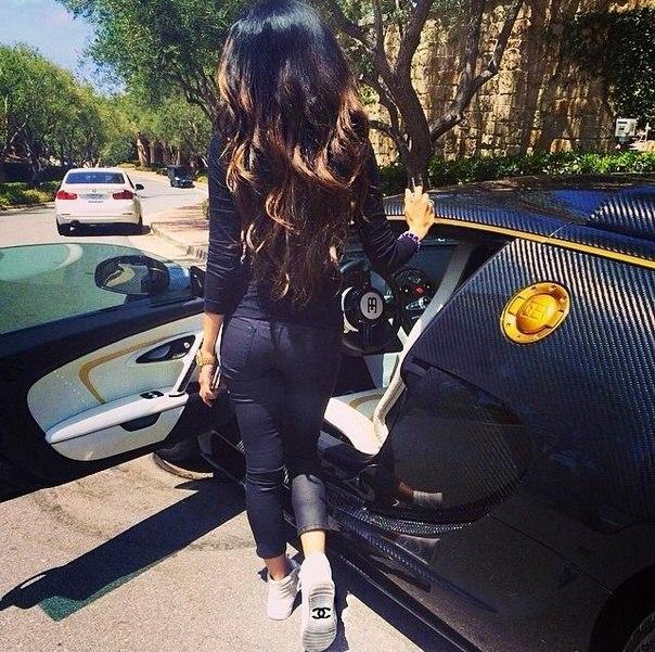 Фото девушка в авто на аву 90