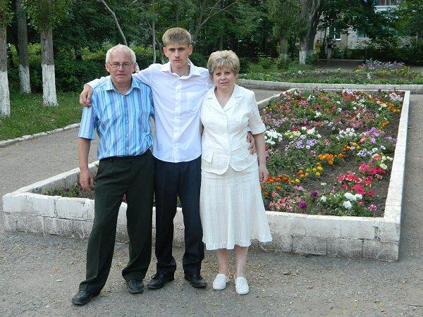 Фото - Моя семья: : Мама, папа и я - Максим, 23 года, Елец