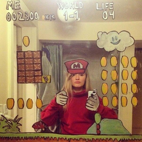 Девушке надоели однотипные селфи, и она решила порисовать на зеркале - 4