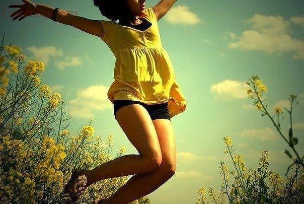 Я живу как могу, каждым днем наслаждаюсь! Никого не держу, и ни в ком не нуждаюсь! Тот, кто мной ...