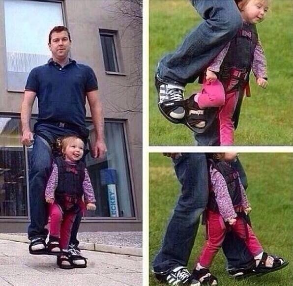 Отец придумал механизм, с помощью которого его парализованная дочь смогла выйти на прогулку