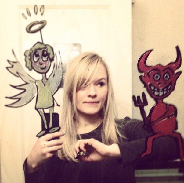 Девушке надоели однотипные селфи, и она решила порисовать на зеркале - 7