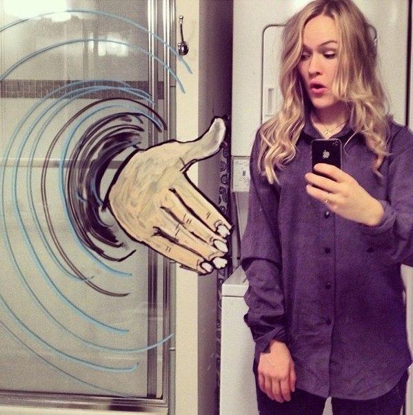 Девушке надоели однотипные селфи, и она решила порисовать на зеркале - 9