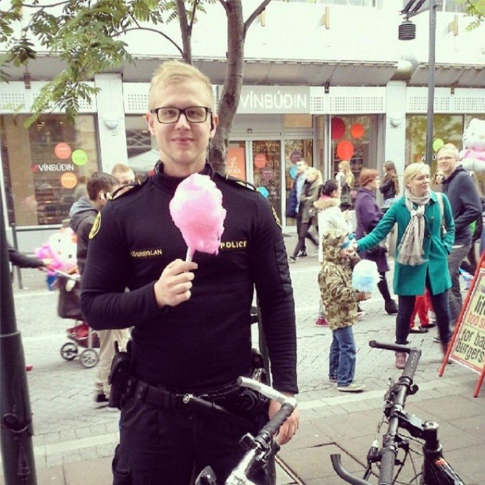 Официальный инстаграм исландской полиции - 2