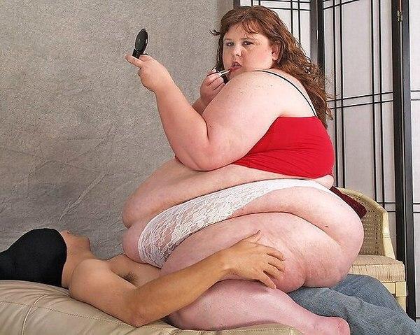 толстые женщины давит парня - 6