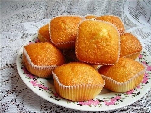 Простые и вкусные кексы со сгущенкой.Ингредиенты:Яйца куриные — 2 шт.Сахар — 1 стаканСметана — 140 ...