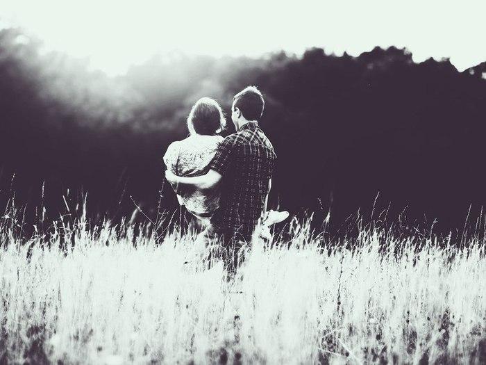Люди становятся близкими постепенно, чужими – мгновенно.