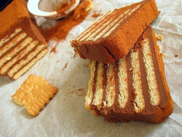 Быстрый торт из печенья с заварным кремом.Ингредиенты:Песочное печенье — 500 гМолоко — 700 млСахар — ...