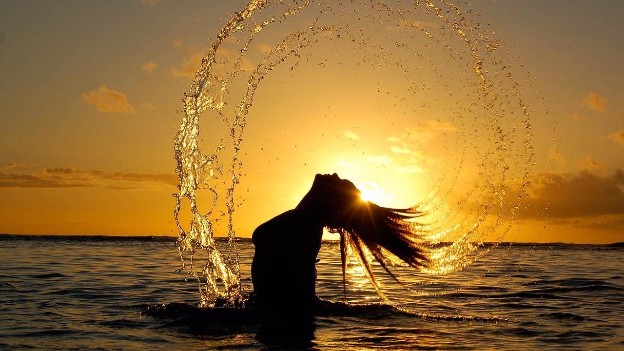 У кромки воды разглаживаются морщины в душе.