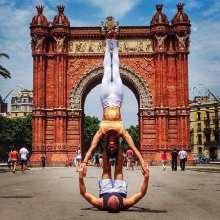 Семейная фотосессия из путешествий, когда ты инструктор по йоге