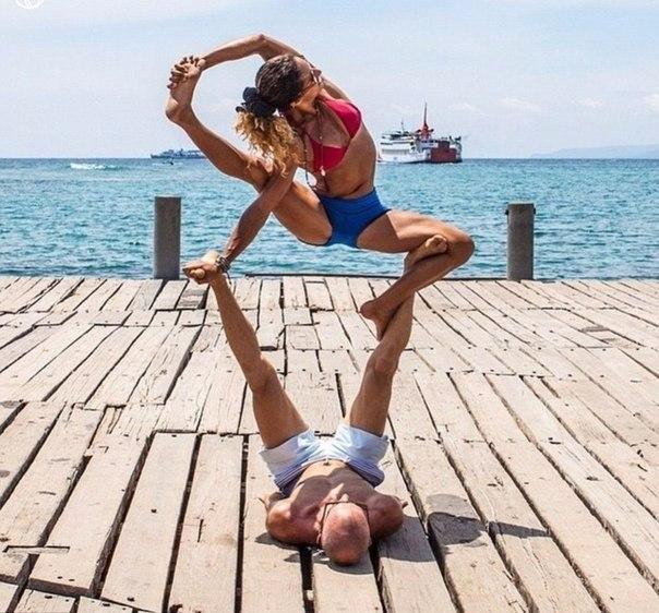 Семейная фотосессия из путешествий, когда ты инструктор по йоге - 4