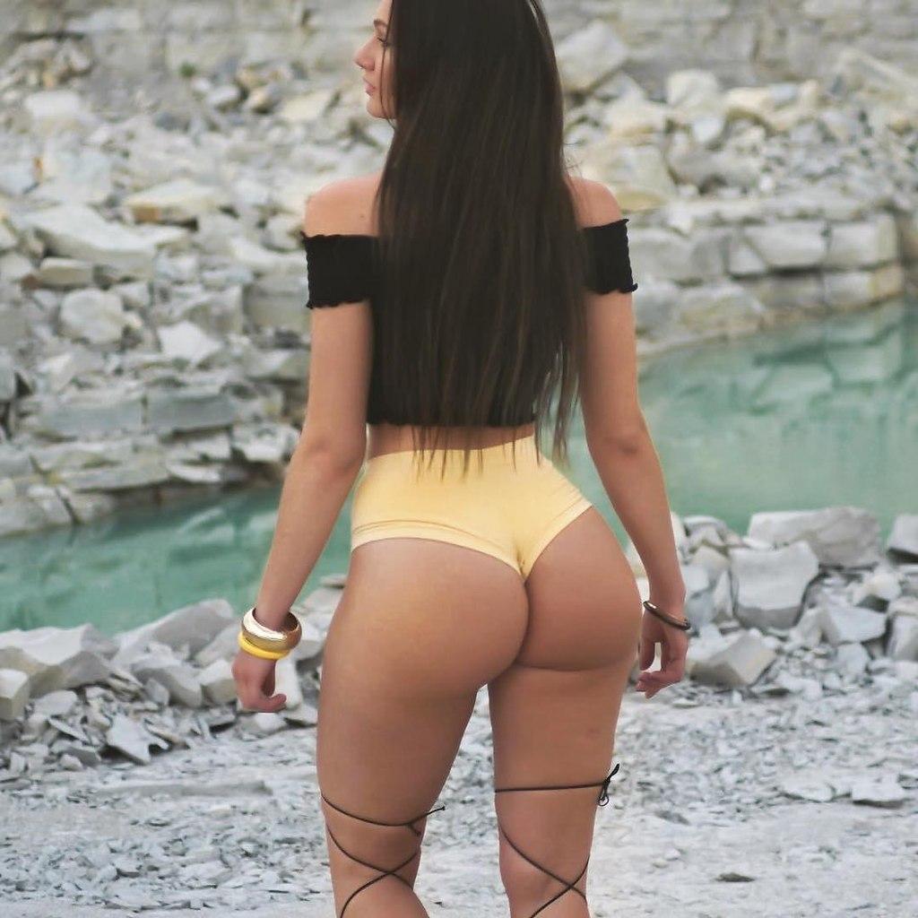 Big booty amateur brunette eloisa guerra non nude sexy shoot