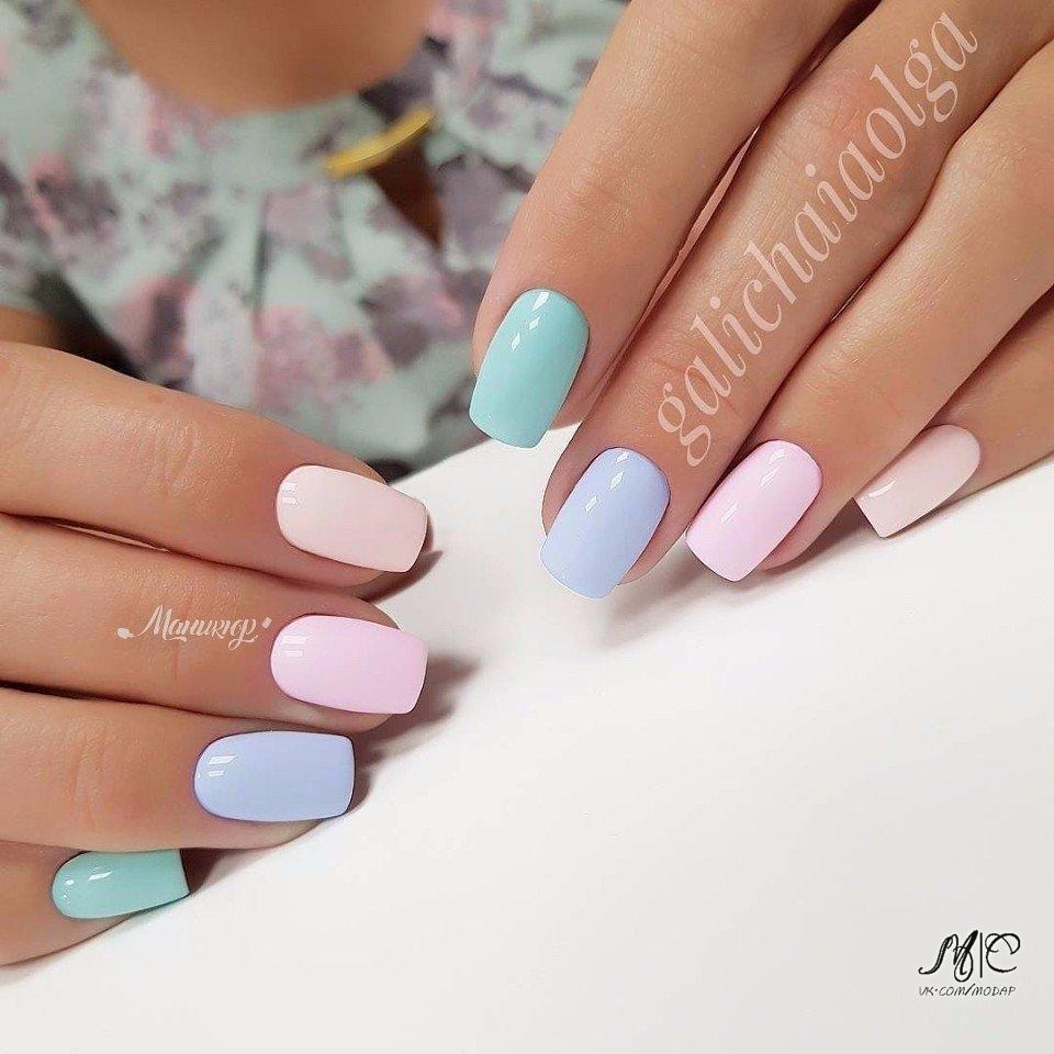 Ногти разноцветные нежные тона фото
