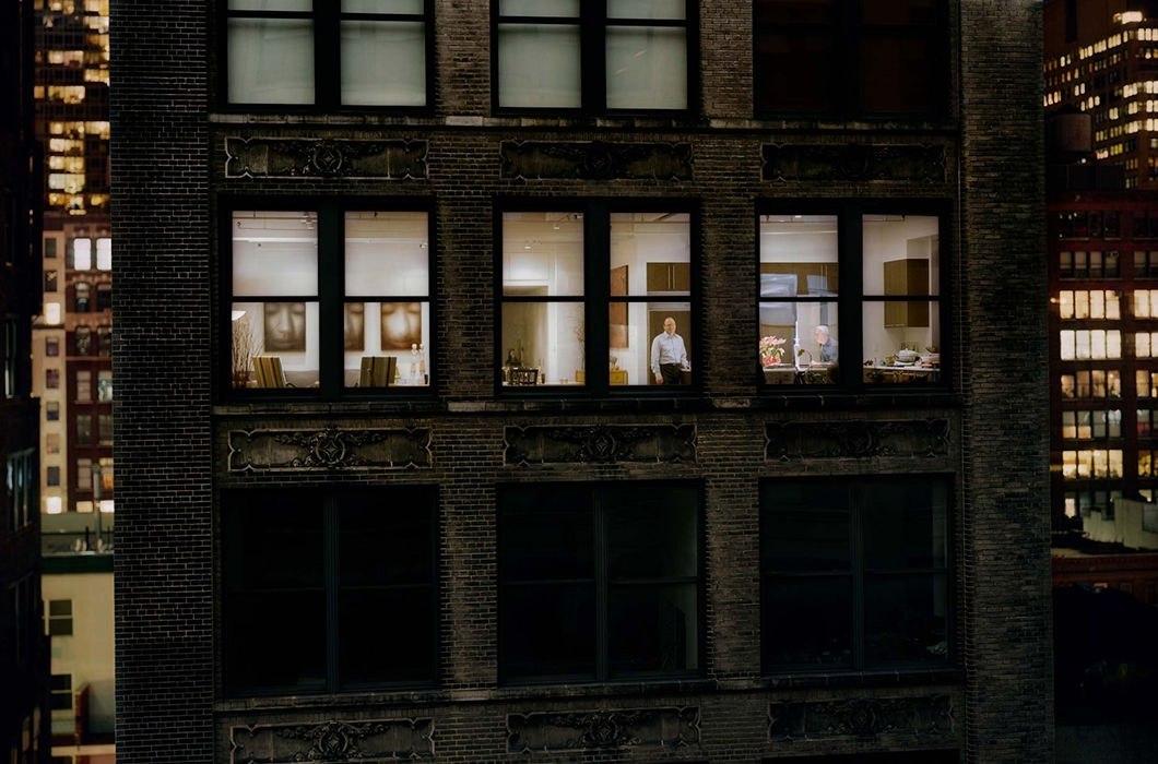 так зачем фотографируют чужие окна считают