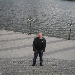 Денис, 39 лет, Углегорск