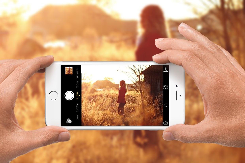 чем держать телефон когда фотографируем свои руки заболевания пути