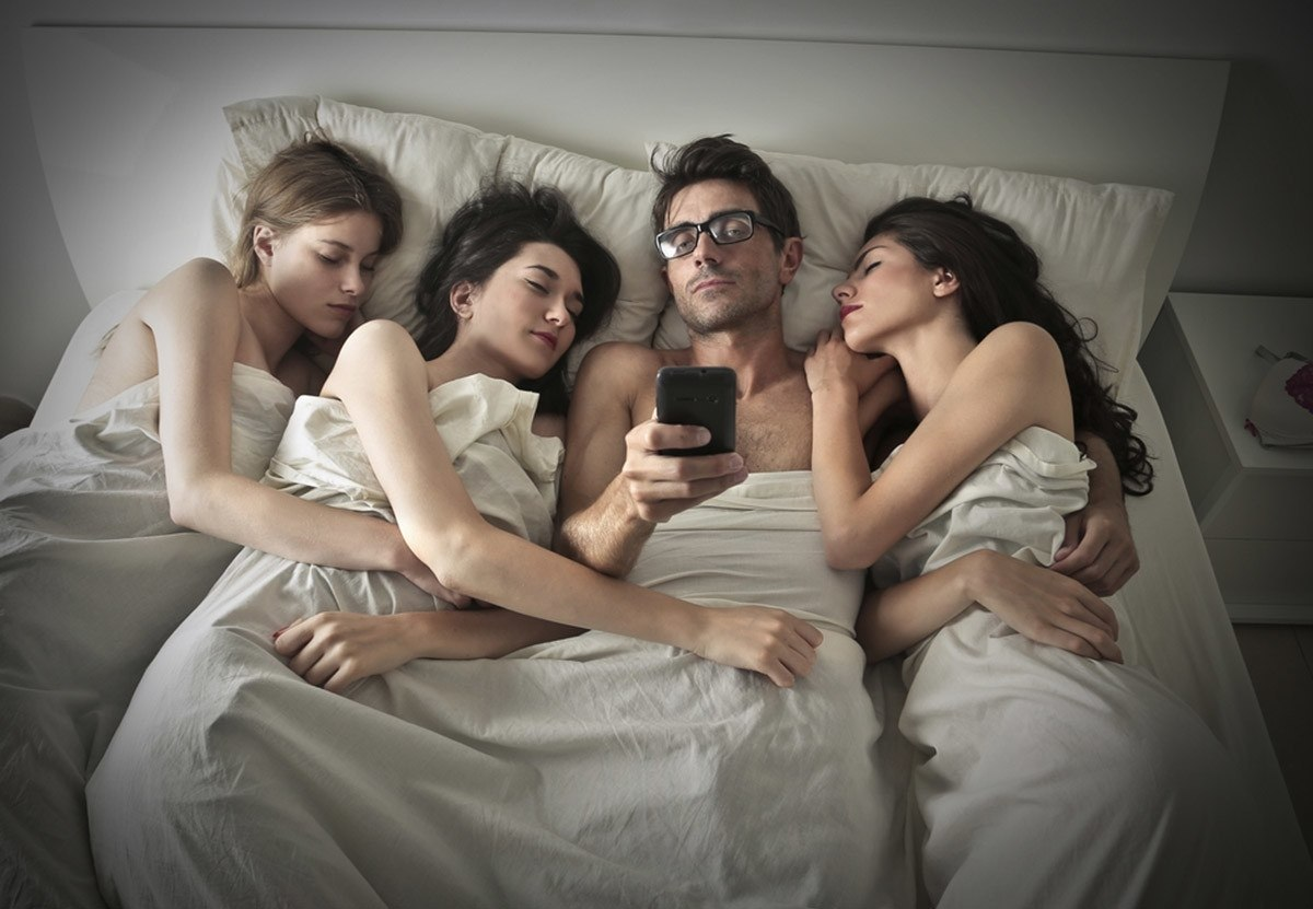 Sex with three in a bed