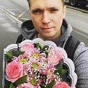 Костя Кляйн и букет роз