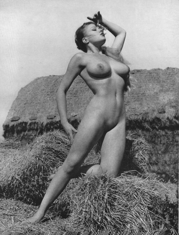 Naked vintage girl — img 5