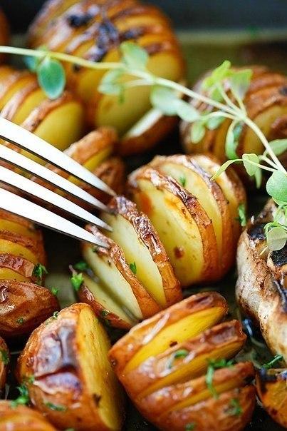 Картофель запеченный с чесноком..Вам потребуется:600 гр. мелкого картофеля1/4 чашки оливкового ... - 4