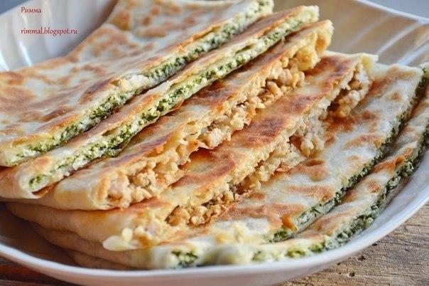 Гёзлеме (Турецкие лепешки с мясом и сыром и шпинатом). Отдыхая в прошлом году с детьми, мы ели их ...