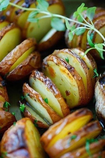 Картофель запеченный с чесноком..Вам потребуется:600 гр. мелкого картофеля1/4 чашки оливкового ... - 2