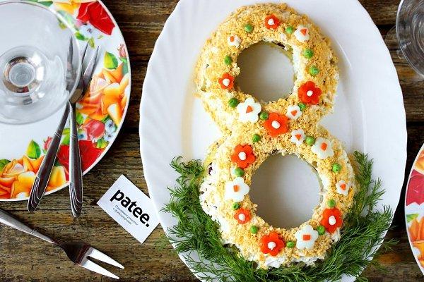 Салат 8 Марта низкокалорийный.Ингредиенты:Яйцо куриное 3 шт.Морковь 1 шт.Картофель 4 шт.Майонез ...