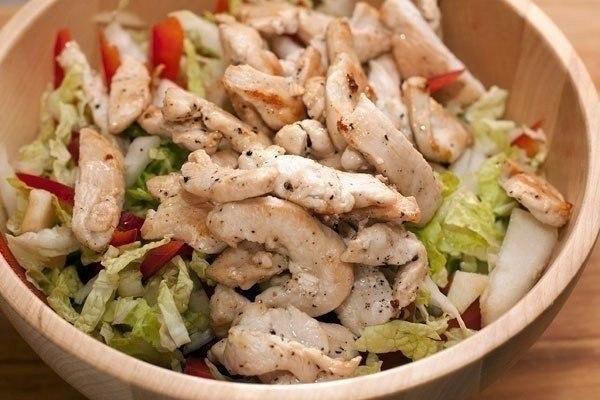 9 вкуснейших салатов на каждый день! Подборка: 1. Салат с сухариками. 2. Салат с копченым сыром. 3. ... - 4