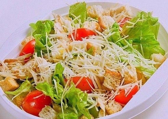 9 вкуснейших салатов на каждый день! Подборка: 1. Салат с сухариками. 2. Салат с копченым сыром. 3. ... - 2