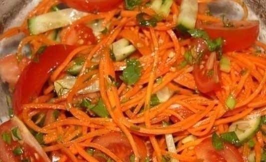 9 вкуснейших салатов на каждый день! Подборка: 1. Салат с сухариками. 2. Салат с копченым сыром. 3. ...