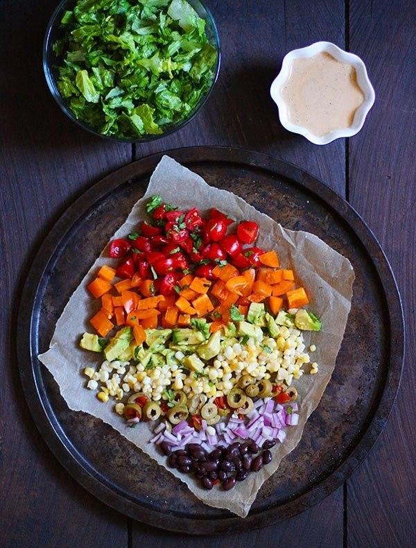 Слоеный овощной салат.Ингредиенты:Для салата:Салатные листья романо (можно заменить на молодую ... - 2