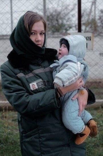 Эти матеря воспитывающие своих детей за решеткой... Детей жалко пчпчпч - 2