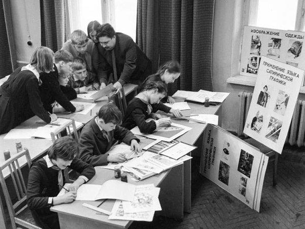 Занятия по искусству сатирической графики и карикатуры в одной из московских художественных школ, ...