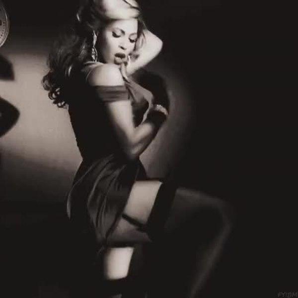 Анимация девушка танцует, открытка для